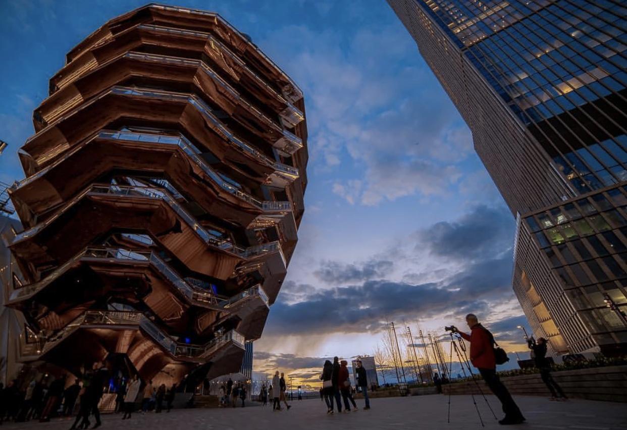 NEW YORK – HUDSON YARDS The flight of steps of Heatherwick